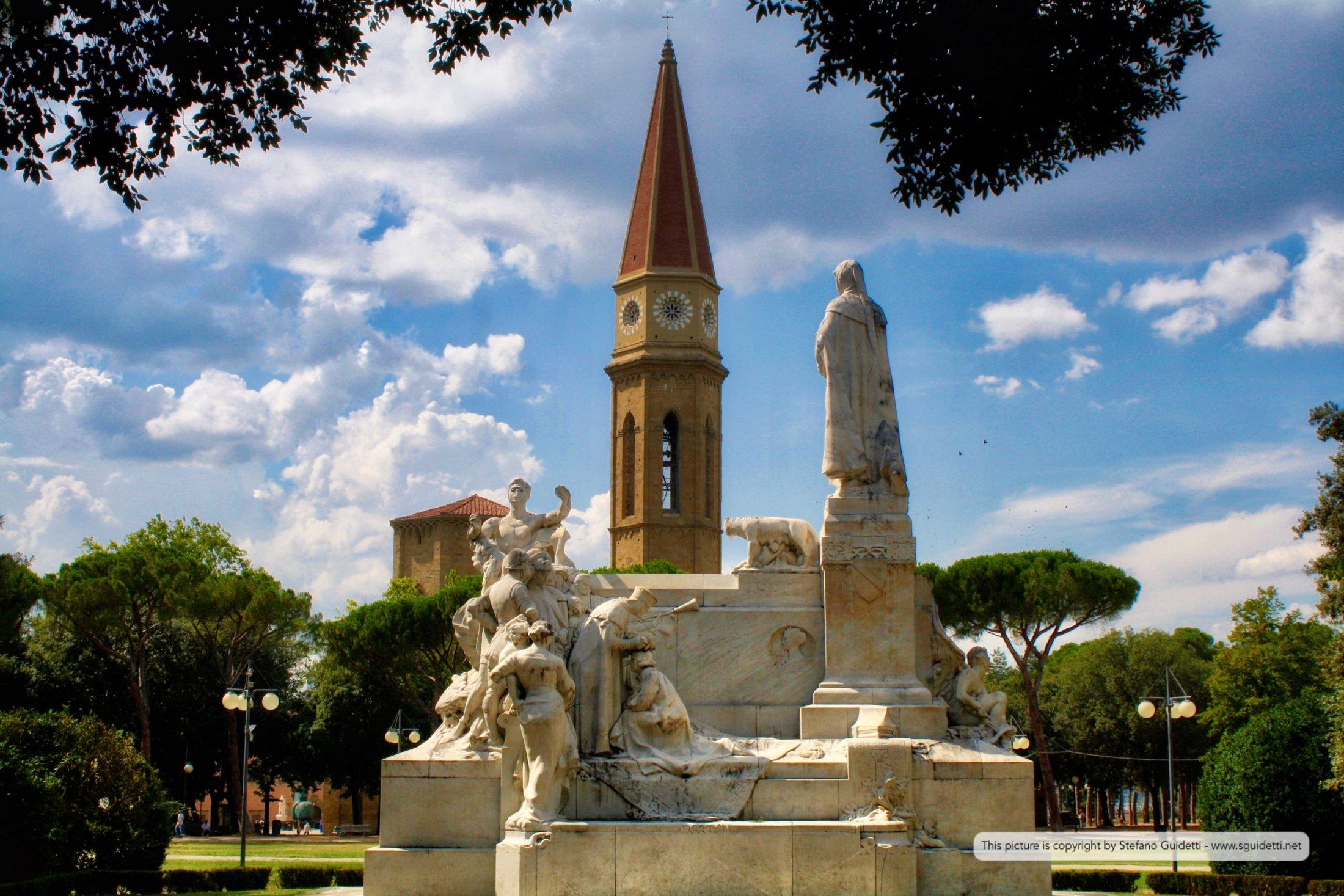 Monumento a F. Petrarca