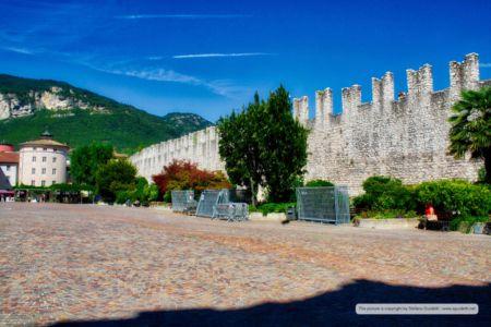 Mura in Piazza di Fiera
